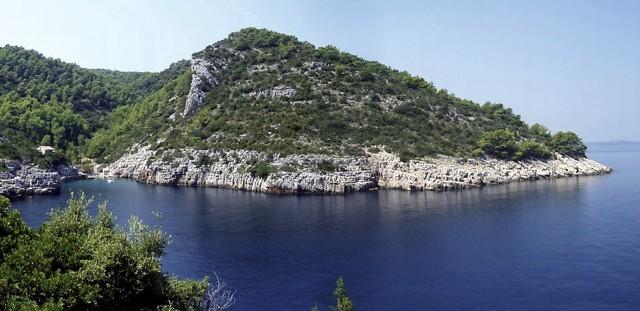 Typisch kustlandschap van Hvar