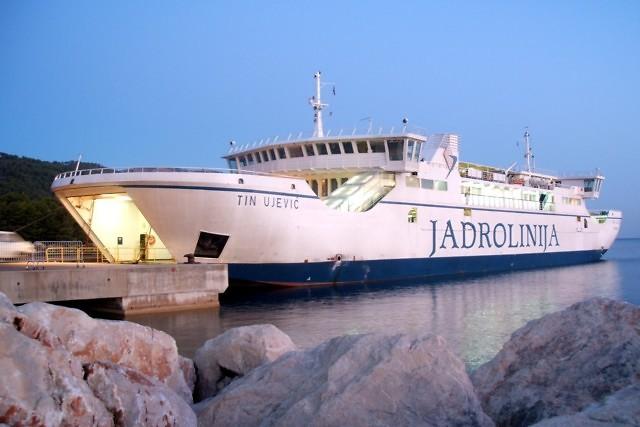 De veerboot bij Stari Grad