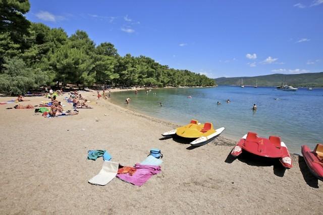 Een van de vele stranden van Hvar