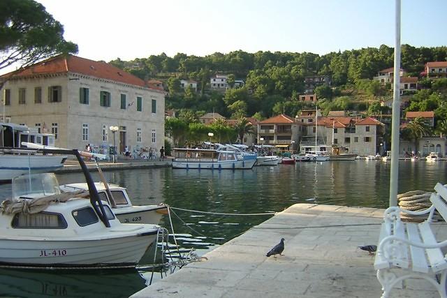 De haven van Jelsa