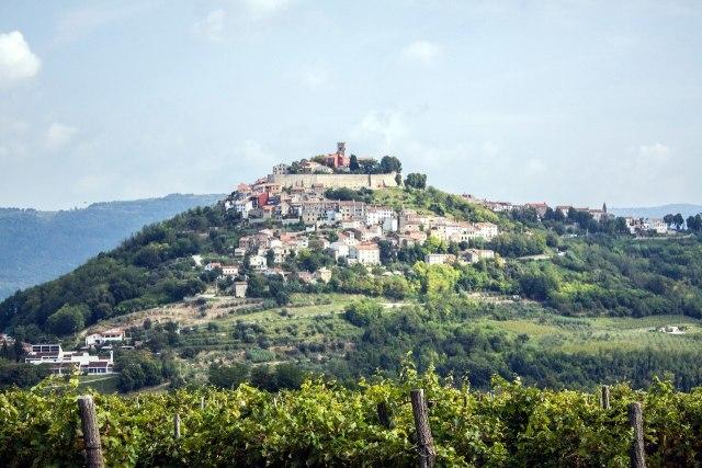 Het dorpje Motovun in het binnenland