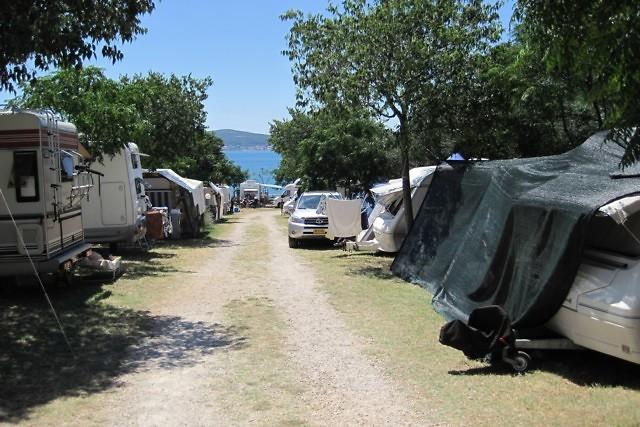 Een drukke Kroatische camping