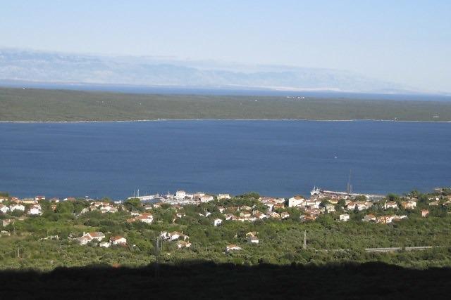 Nerezine met in de achtergrond het eiland Cres