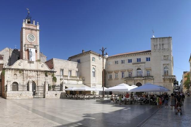 De kloktoren op het Narodniplein